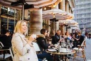 |如果只有喝一杯咖啡的時間,你會帶我去哪兒?|經典場景的優雅咖啡香,啜一口溫暖的法式時光!-時尚攝影師Hana Lê Van