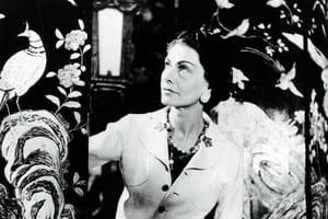 """""""妳能穿著褲子大搖大擺地走在街頭,除了感謝Coco Chanel,可能更要感謝,這些在她生命中留下深刻痕跡的男人們"""""""