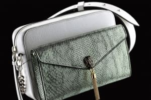 |Wazaiii 時尚郊遊去|人生第一只名牌包怎麼選?寶格麗 Bvlgari 7 Ways 要收藏!連金鐘影后柯佳嬿都心花大放,直說太好玩了、太百變!