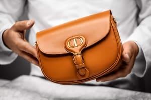 如何在亂世中保住你的時尚品味?答案是一只包