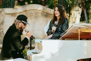 CHANEL 香奈兒2022早春品牌大使 Vanessa Paradis、Angèle 獻聲普羅旺斯演唱會 法式時髦歌單大公開