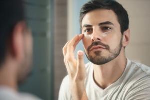 男性居家保養彩妝趨勢重點:味道營造儀式感,眉型、唇色是隨性不失精緻感的關鍵